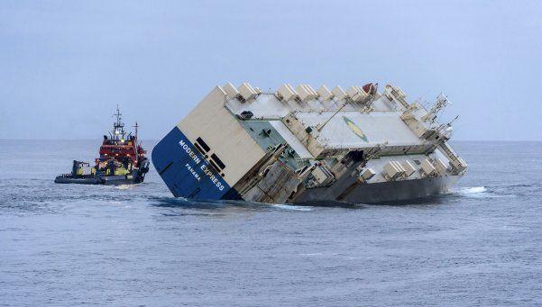 El carguero ya no está a la deriva: lo trasladan a España