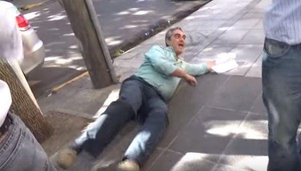 ¡Papelón! Un funcionario macrista fingió un ataque y se tiró al piso