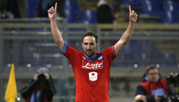 Napoli derrotó a Lazio y sigue firme en la cima del Calcio