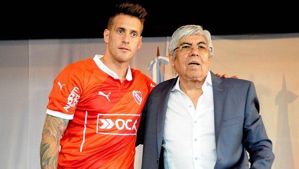 Germán Denis será titular ante Belgrano