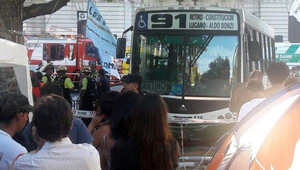 Colectivo subió a Plaza de Mayo en plena marcha: al menos 12 heridos