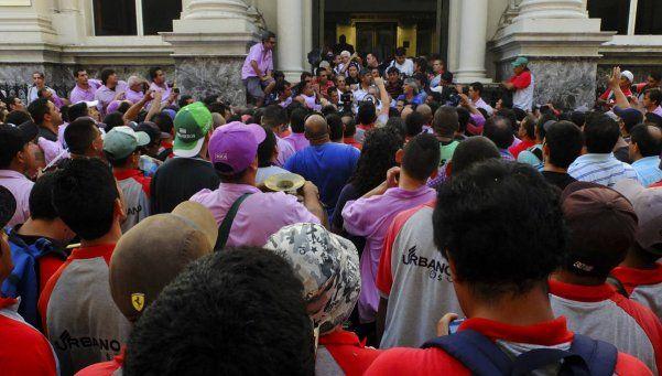 Camioneros protestaron en el centro ante 4 mil próximos despidos