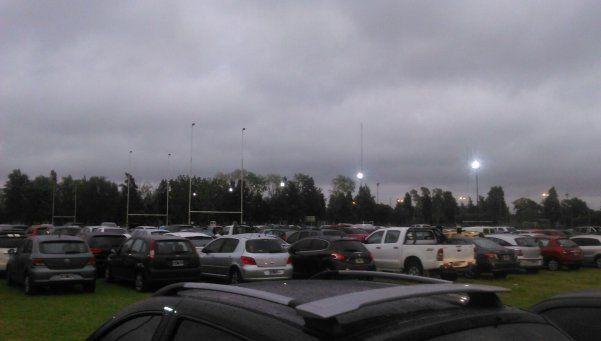 Fiebre Stone en La Plata: dos canchas de rugby convertidas en estacionamiento