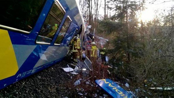 Alemania: diez muertos y decenas de heridos en choque de trenes