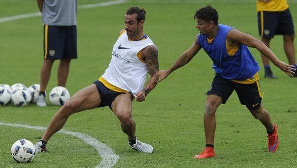 Las dudas del Vasco para la Supercopa: ¿con Osvaldo, con Gago, con tres atrás?