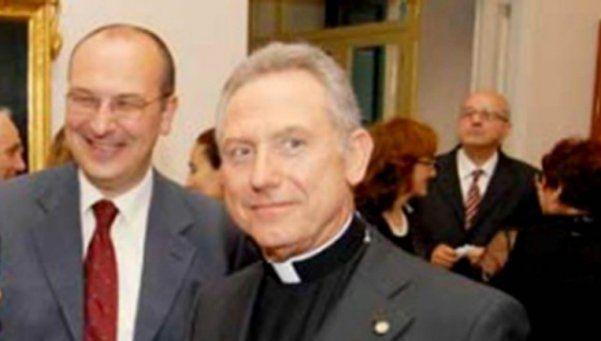 Escándalo en el Vaticano: detienen a cura argentino por estafa