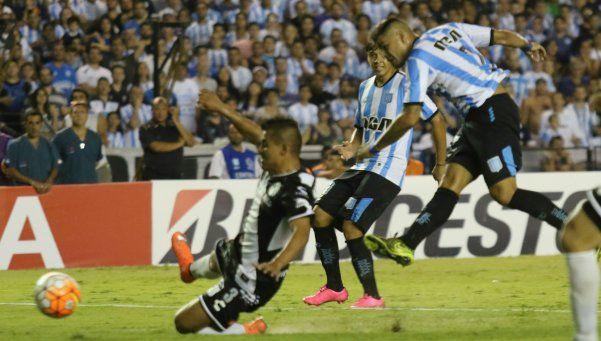 De la mano de Bou, Racing venció a Puebla y se metió en la Libertadores