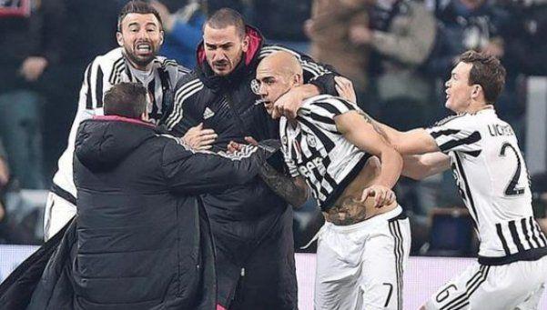 Juventus encontró el gol en el final y sacó al Napoli de la punta