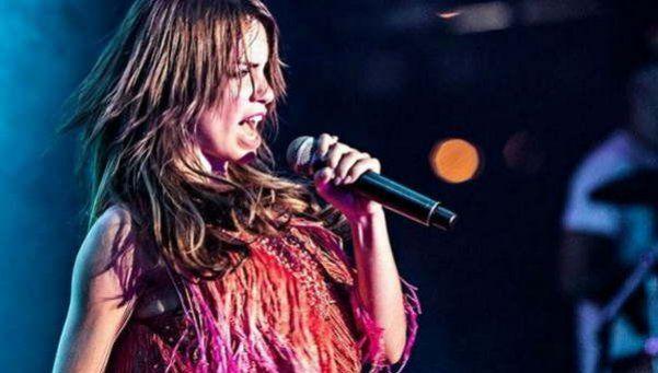 Video   Lali Espósito se tragó un bicho y debió suspender un show