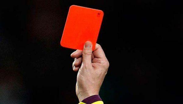 Le sacaron tarjeta roja y mató al árbitro de tres balazos