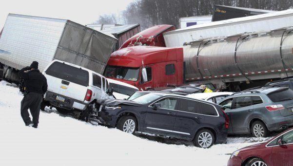 EEUU: 3 muertos y 64 vehículos involucrados en choque en cadena