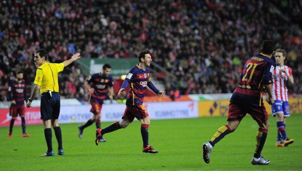 Messi superó los 300 goles en Liga en la victoria de Barcelona ante Gijón