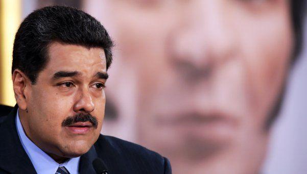 Crisis en Venezuela: Maduro subió el combustible y devaluó el bolívar