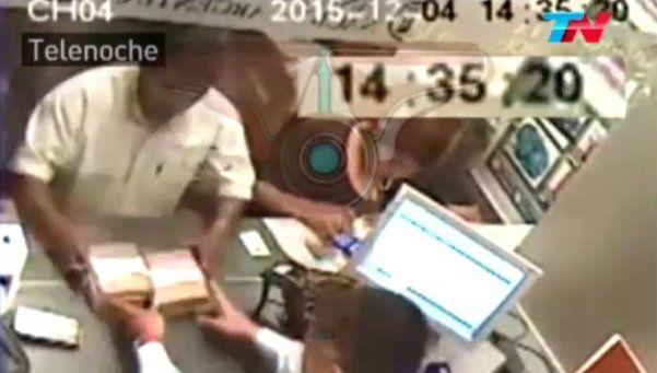 Video | Supuestos miembros de Tupac Amaru retiran $15M