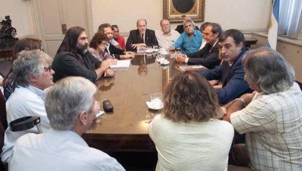 Bullrich: Vamos a dejar que avancen las paritarias provinciales