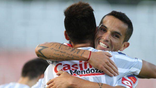Godoy Cruz goleó a Colón y lo bajó de su nube de ilusiones