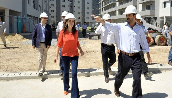 Vidal recorrió complejo habitacional que Procrear construye en Canning