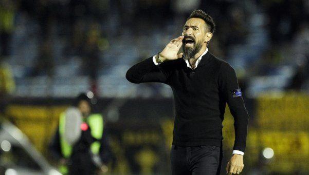Eduardo Domínguez se quejó porque no le traen refuerzos