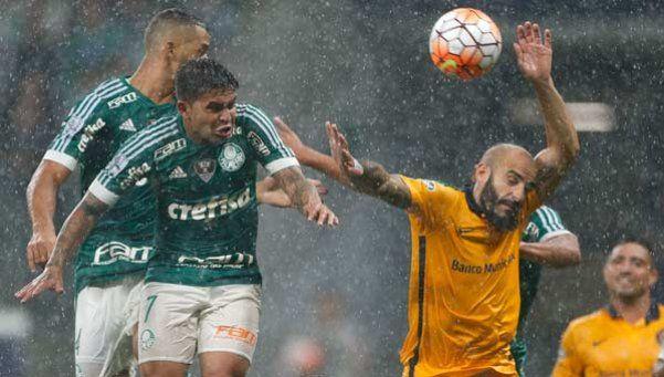 Central lo tuvo en un arco a Palmeiras, pero cayó 2-0 en Brasil