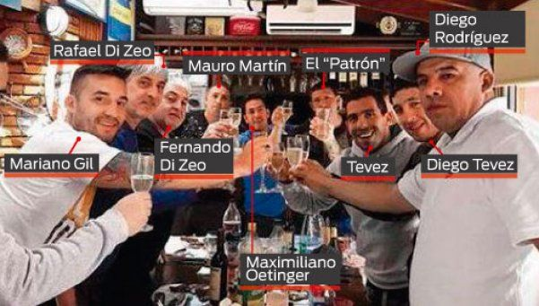 Tevez y su foto con los barras: Es real, pero ahora parece que nadie los conoce