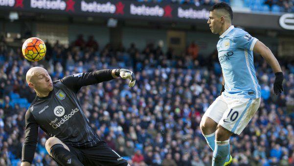 Con dos del Kun, el City goleó al colista Aston Villa