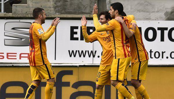 Con golazo y sutileza de Messi, el Barsa goleó y sigue bien arriba