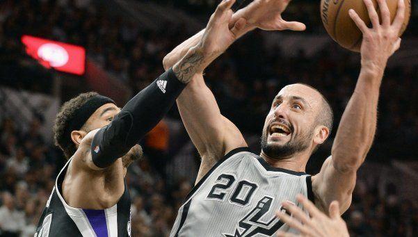 Ginóbili volvió tras su lesión en los testículos y brilló con los Spurs