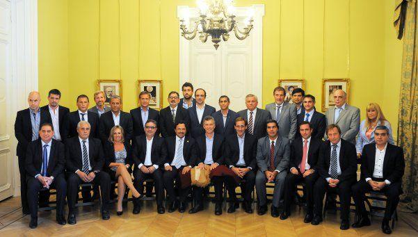 Macri recibió a intendentes de todo el país y prometió retomar obras