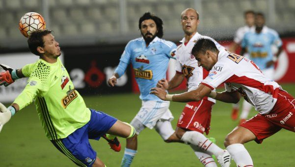 Huracán puso el corazón pese a jugar con diez pero perdió ante Sporting Cristal