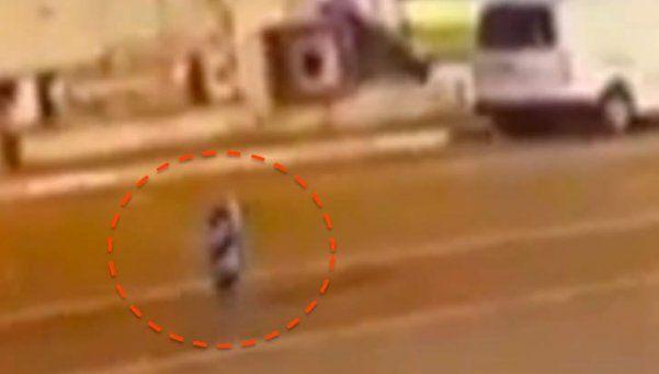 Video | Un alien fue captado levitando por las calles de Turquía