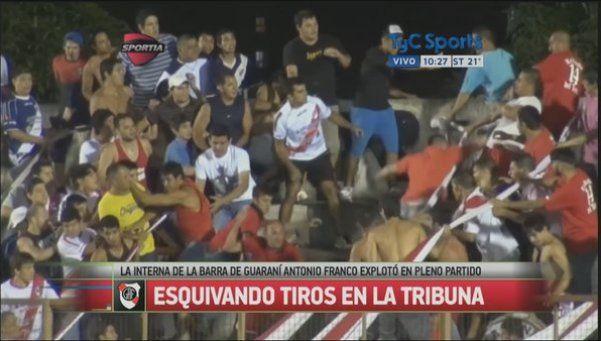 Piñas en la tribuna: la feroz interna de Guaraní Antonio Franco
