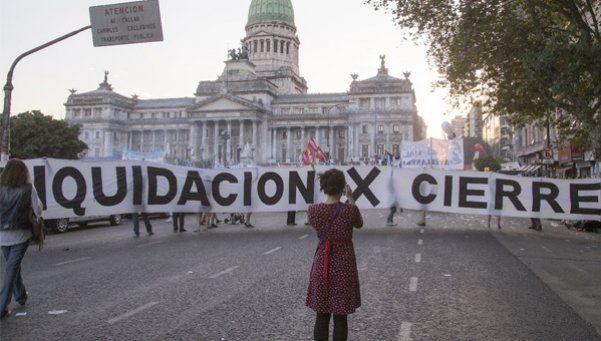 Multitudinaria marcha frente al Congreso contra el acuerdo con holdouts