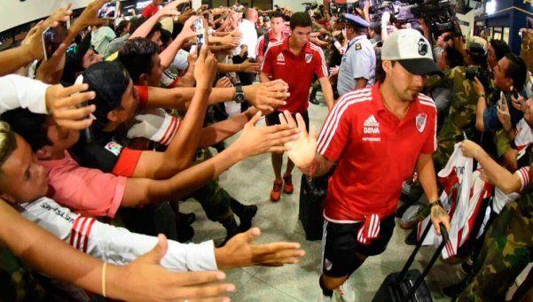 River llegó a Bolivia y fue recibido por una multitud