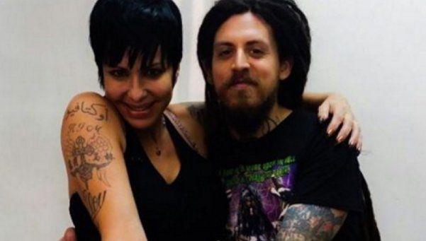 Cardone se tatuó a su gato embalsamado en el antebrazo