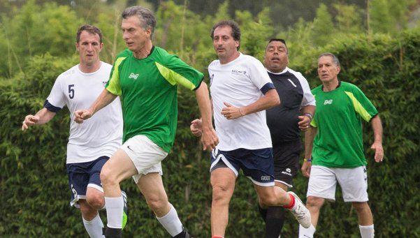 Macri blanqueó su idea para el fútbol y empezó el debate