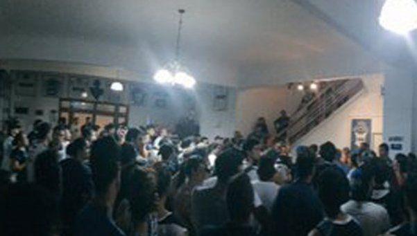 Hinchas de Gimnasia se manifestaron contra la CD del club