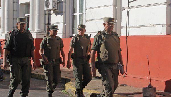 Los gendarmes y prefectos apuran retirada de comisarías