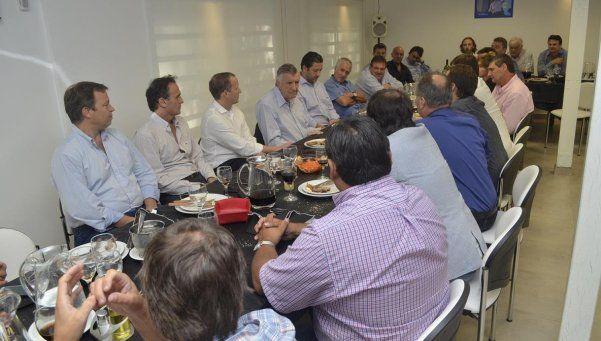 En Lomas hubo cumbre de intendentes peronistas en respaldo a Gioja