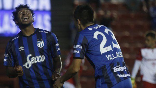 Atlético Tucumán hundió a Argentinos y se subió a la punta