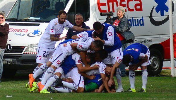 San Lorenzo sufrió una dura derrota y prolongó su crisis