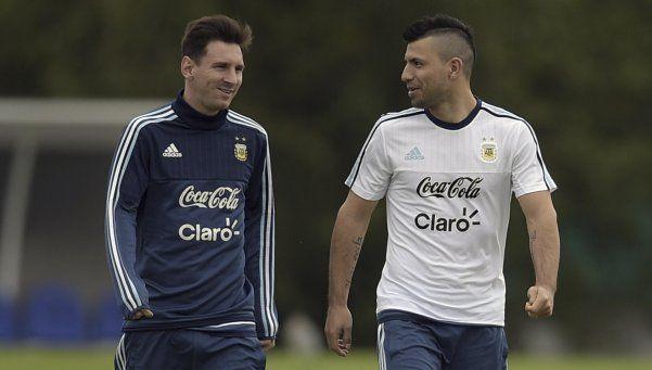 El Kun saludó a Messi por su cumpleaños... y también le pegó a la AFA
