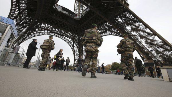 Cierran la Torre Eiffel por temor a otro atentado en París