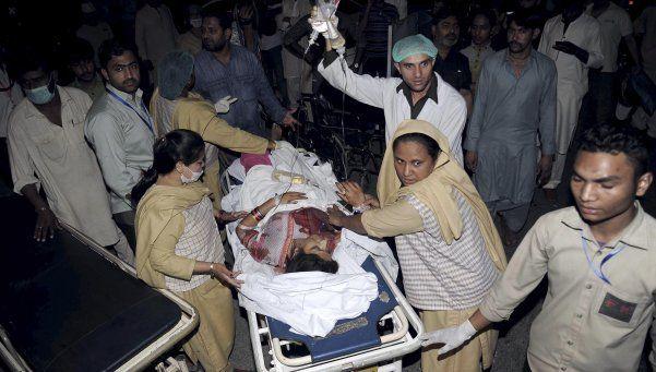 Atentado suicida en Pakistán: 65 muertos y 340 heridos