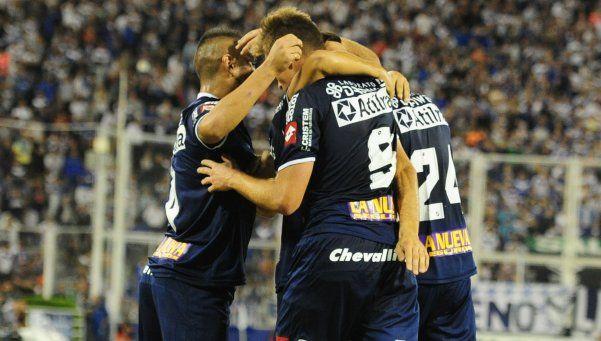 Quilmes ganó en Liniers y sacudió las ilusiones de Vélez