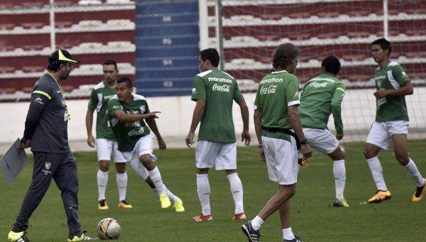 Bolivia se prepara para jugar con cinco defensores