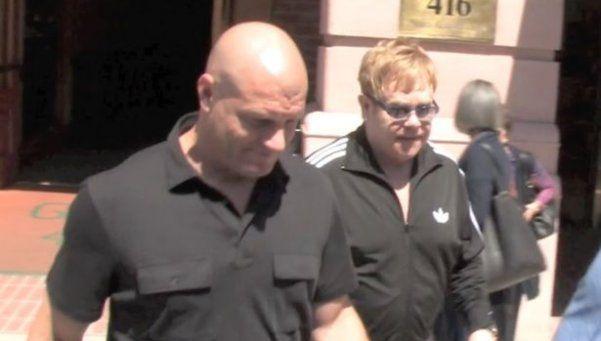 Elton John niega haber acosado a su guardaespaldas