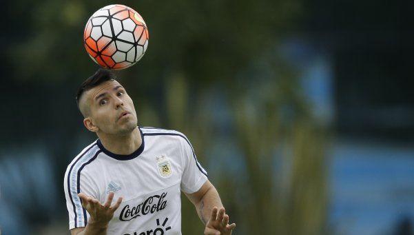 Resignado, Agüero admitió que es imposible la dupla con Higuaín