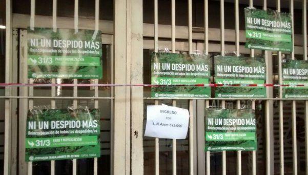 Empleados del ministerio de Trabajo toman el edificio por despidos