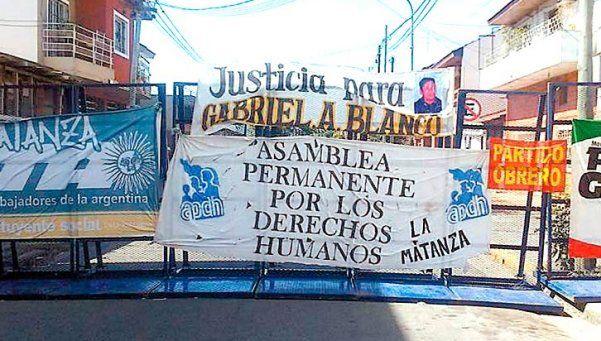 5 ex policías absueltos de homicidio en polémico fallo