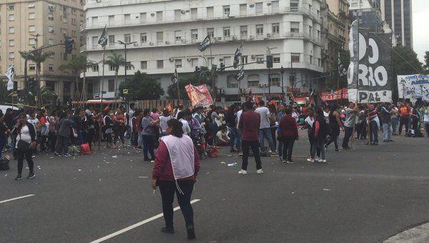 Organizaciones sociales cortaron 9 de Julio y Avenida de Mayo